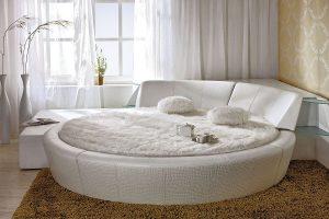 Стоит ли устанавливать в спальне круглую кровать?